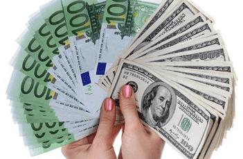 Ahorrar dinero en casa. Euros y dólares en abanico