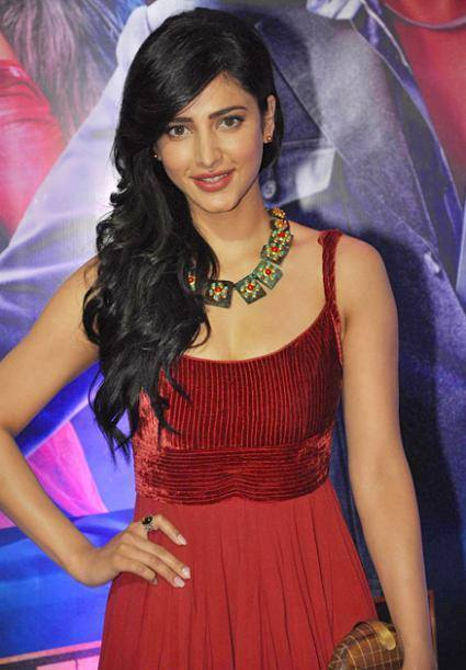 Shruti Hassan Looking Hot in Red Gown