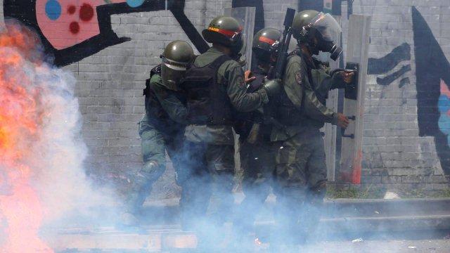 La violencia marcó el inicio de la octava semana de protestas en Venezuela