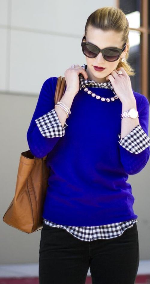 street style: blue sweater with lovely plaid and gold details