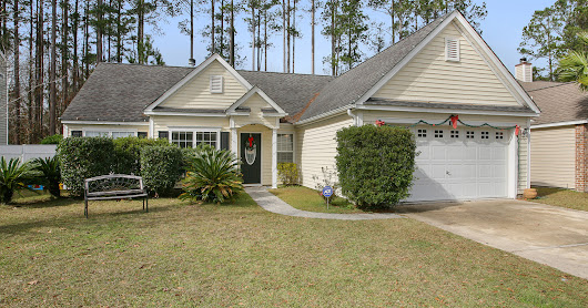 88 Wheatfield Ct: Ideal Bluffton Location with Lots of Charm