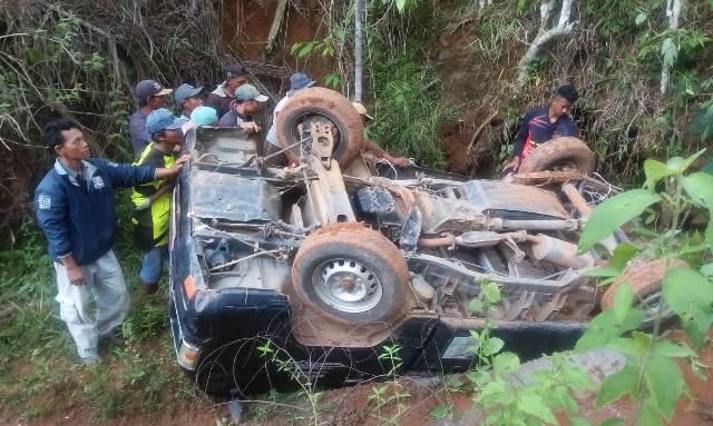 Tak Kuat Menanjak, Mobil L300 Nyemplung ke Jurang