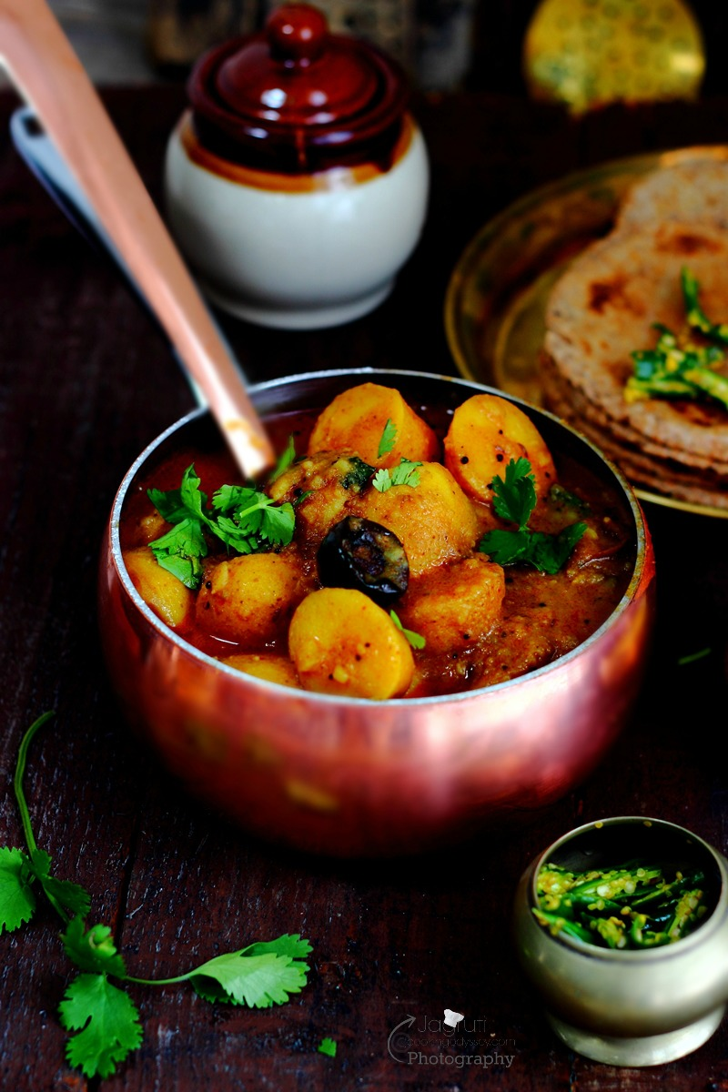 Gujarati Bateta Nu Saak so easy to whip up, prepared without onion and garlic. Spicy, Sweet and tangy flavours that are in this curry makes it phenomenal.