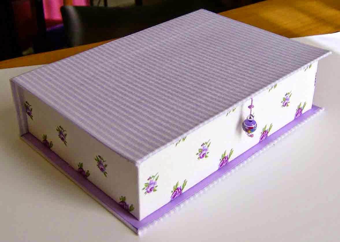 Carta e sassi scatole e tessuto for Rivestire una scatola