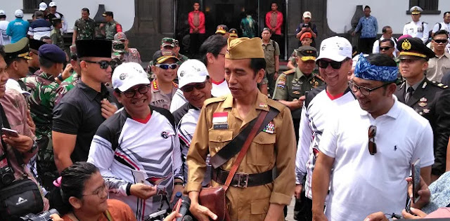 Kenakan Kostum Veteran, Jokowi Ingin Mengenang Masa-Masa Perjuangan