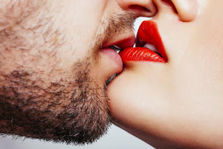 romentic kiss seen benefits of kiss lip lop kiss sexy seen photo