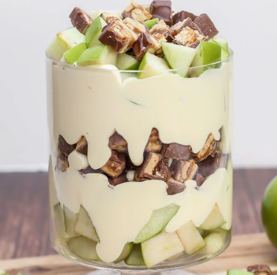 APPLE SNICKER SALAD #dessert #caramel