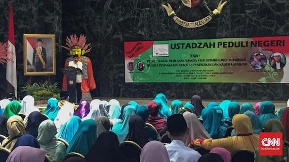 Sambil Tunjuk Foto Jokowi, Amien Rais Bilang Begini