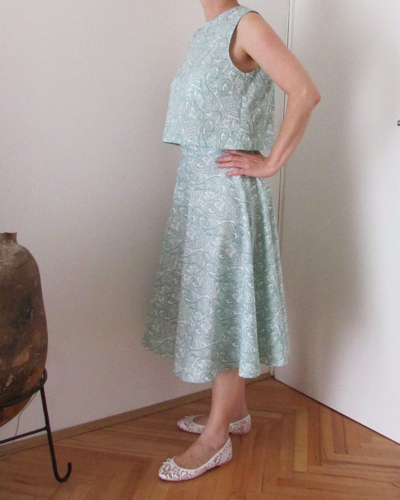 http://ladylinaland.blogspot.com/2014/09/paisley-print-voluminous-skirts-and.html