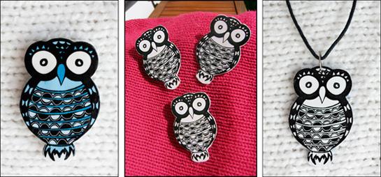 Kolme kuvaa vierekkäin HUUpöllö-koruista. Yhdessä sininen rintakoru, toisessa kolme mustavalkoista rintakorua ja kolmannessa mustavalkoinen pöllöriipus.