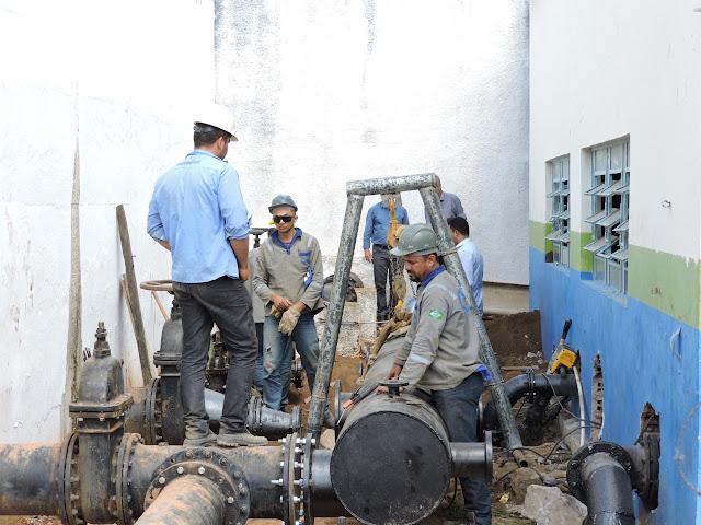 Casal faz manutenção em sistema para melhorar abastecimento em  Água Branca, Canapi, Inhapi, Mata Grande e Pariconha
