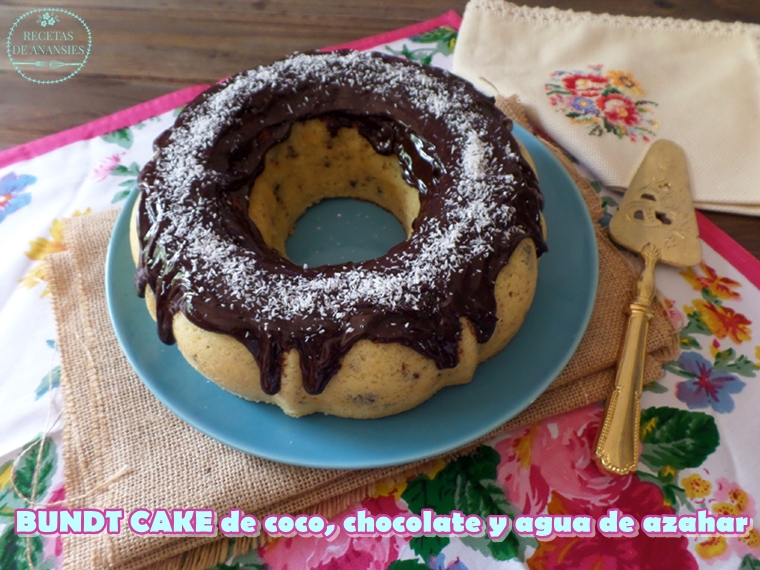 Bundt Cake de coco, chocolate y agua de azahar
