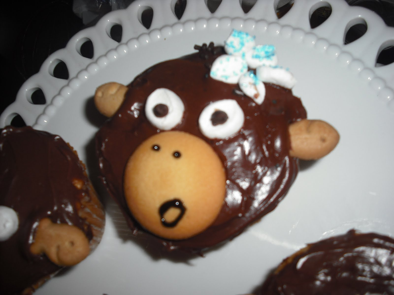 Polka Dots And Recipes: Monkey Cupcakes