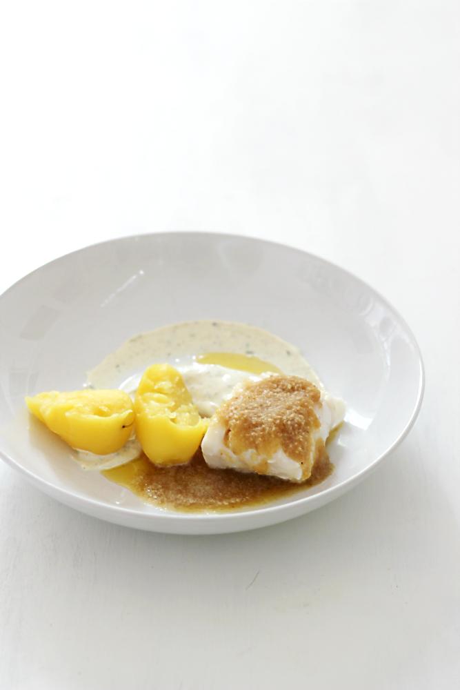 Pellkartoffeln mit Quark und Kabeljau mit gebräunten Butter-Brot-Bröseln und Erdmandeln | Arthurs Tochter Kocht von Astrid Paul