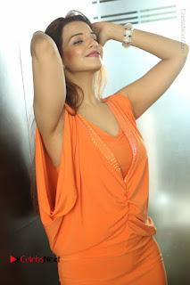 Actress Saloni Aswani Pos in Short Dress at Meelo Evaru Koteeswarudu Movie Interview  0248.JPG