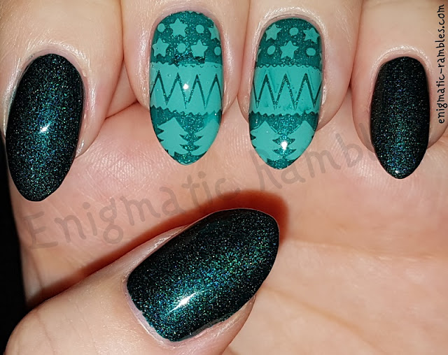 Green-Holographic-Festive-Nails