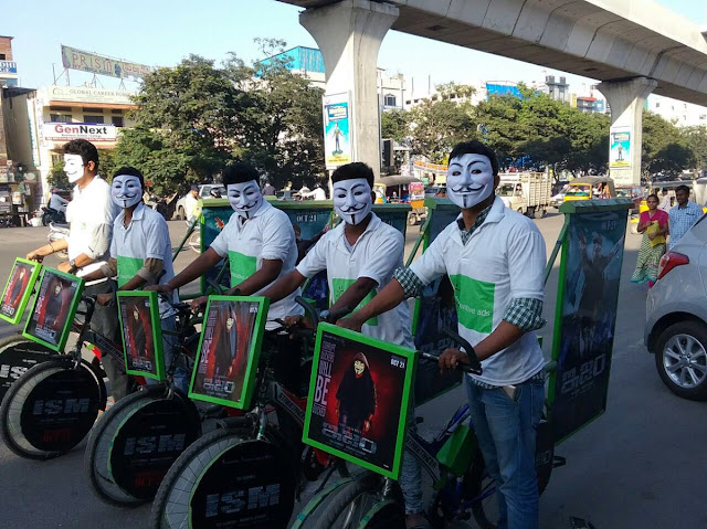 ism movie unique promotion in hyderabad roads