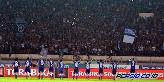 Persib Bandung Kena Denda Rp 100 Juta Akibat Spanduk Bobotoh