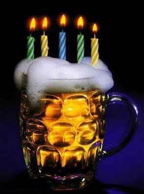 Bier zum Geburtstag mit kerzen