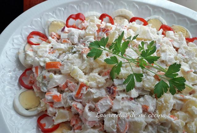 Ensalada de patata con surimi y otras cosas