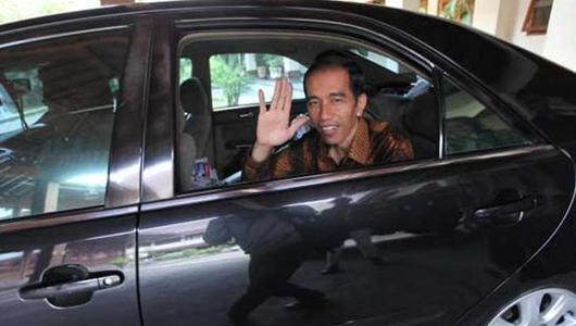 Keluar Istana, Iring-iringan Jokowi Tertahan Massa Demo