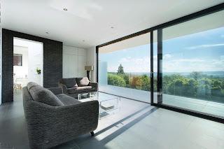 Двери HS в доме минималистического дизайна