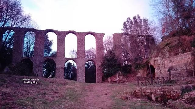 Ruderi dell'acquedotto romano a Canale Monterano