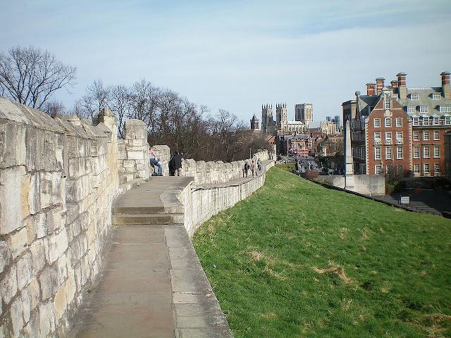 Camminare lungo le mura di York