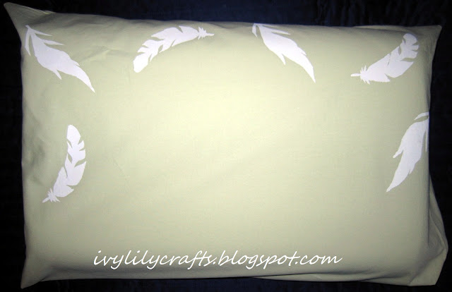 Fabric Print DIY: Feathers on a pillowcase.