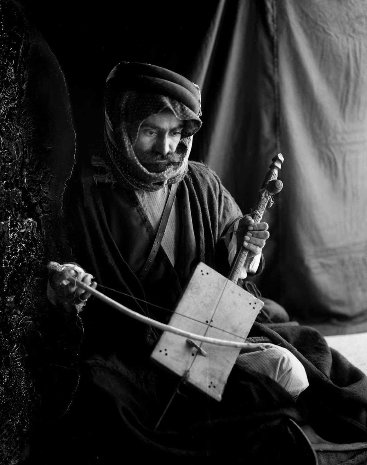 Songs are based on poetry and are sung either unaccompanied, or to the stringed instrument, the rebab. Traditional instruments are the rebab and various woodwinds.