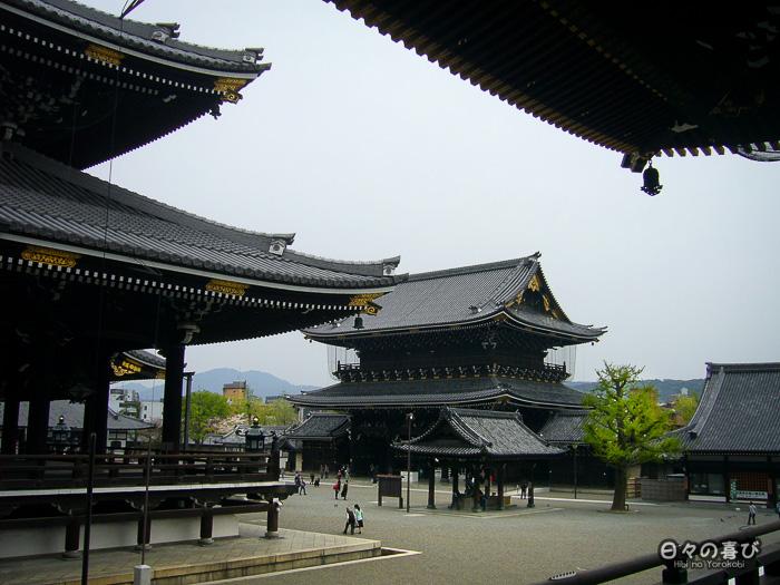 vue sur l'entrée et le hall principal, Higashi Hongan-ji, Kyoto