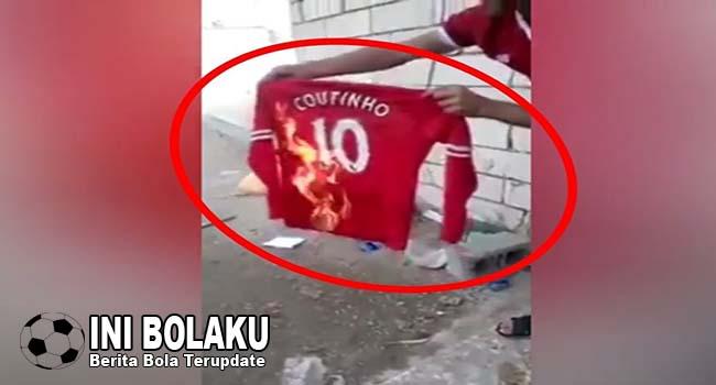 Gabung Barcelona, Jersey Coutinho Dibakar?