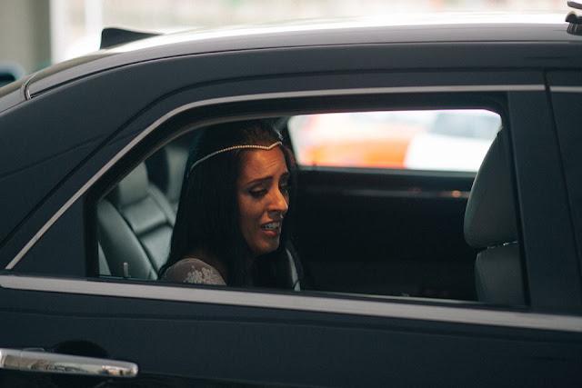 casamento real, sandra e renato, carro da noiva, noiva emocionada