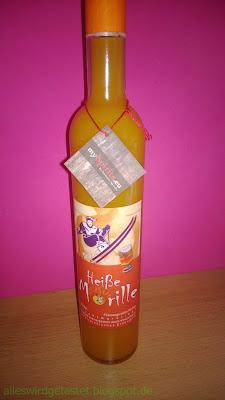 Marillen Likör in langhals Flasche