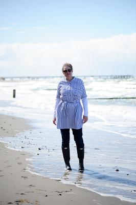 https://seaofteal.blogspot.de/2017/05/beach-dress-ottobre-design-022017-10.html