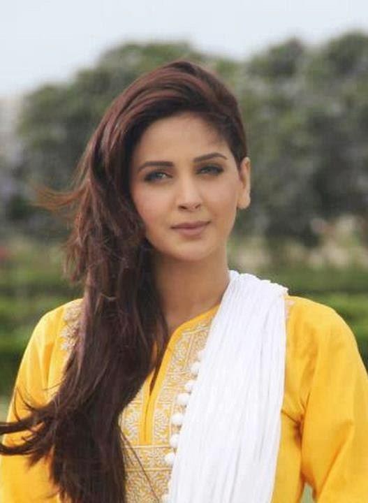 Latest Fashion Trends Hot Saba Qamar Pakistani Model
