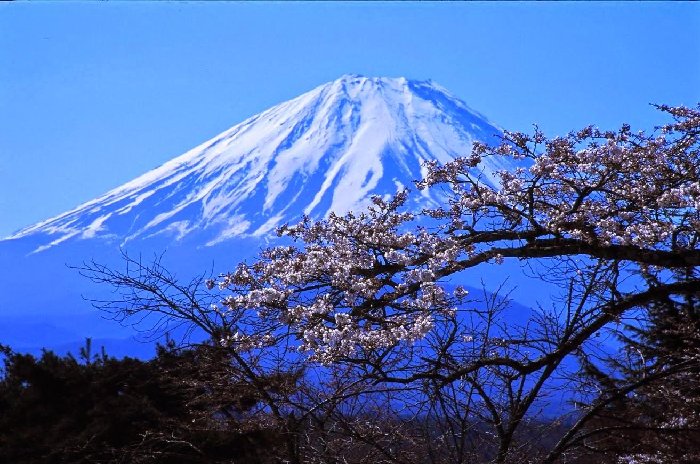 Kumpulan Gambar Pemandangan Gunung Yang Indah Di Dunia