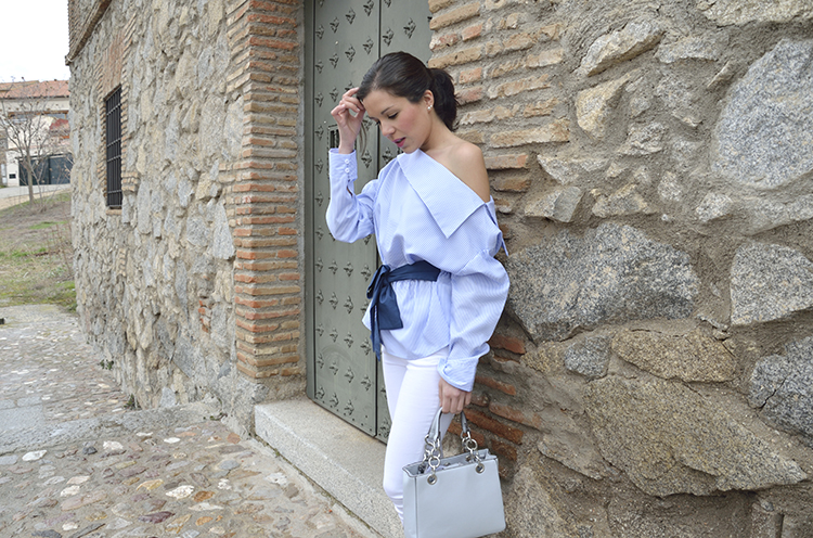 cute_look_blue_white_fashion_outfit_trends_gallery_lace_blouse