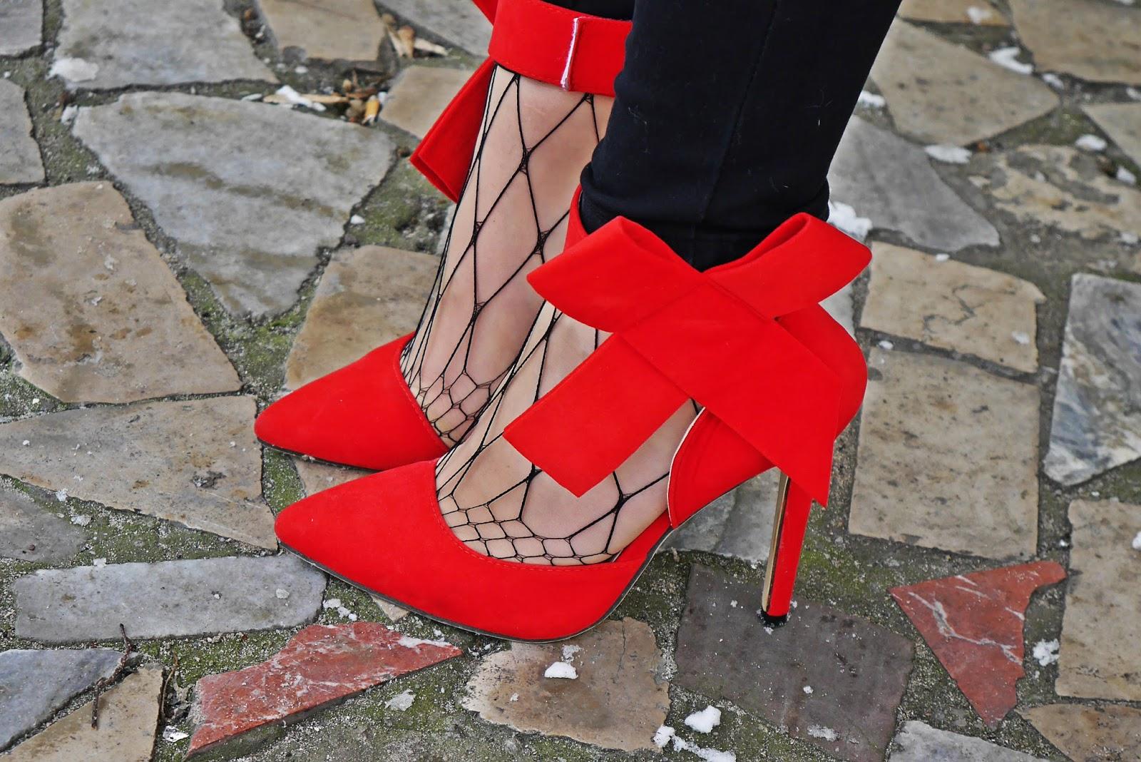 5_red_shirt_fur_waist_red_heels_karyn_blog_modowy_120218a