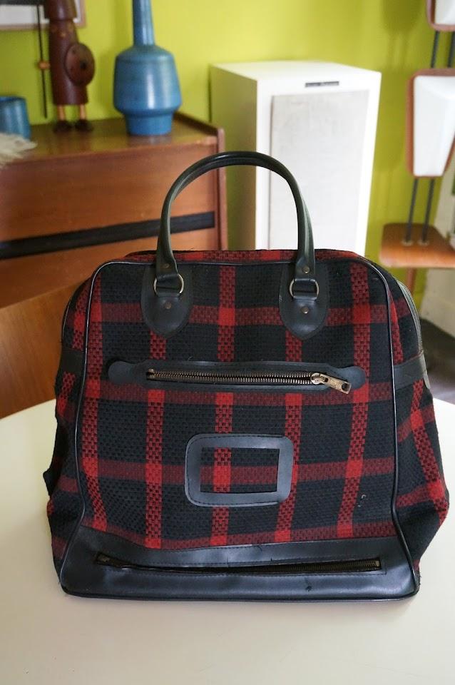 un sac écossais des années 60  60s red black plaid travel bag 1960s