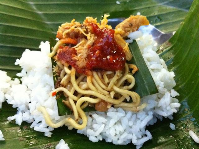 Nasi Jinggo adalah Makanan khas Bali