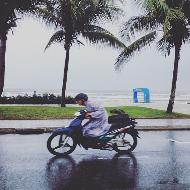 Phóng sự ảnh: Dạo phố Đà Nẵng một ngày mưa rơi rả rích
