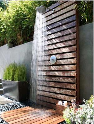 desain kamar mandi modern dari kayu alami