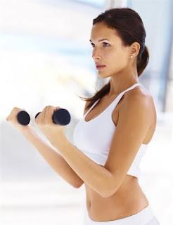 Curl de biceps con mancuernas para mujeres