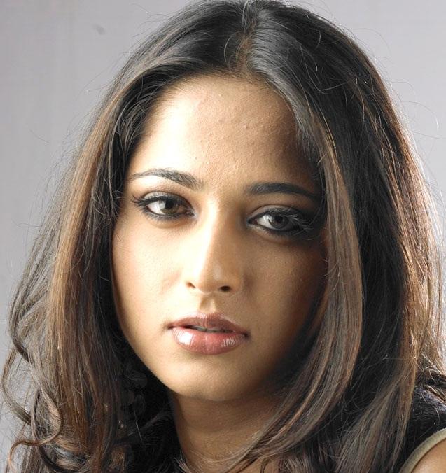 Tollywood Actress Anushka Shetty Hot Looking Mass Face Close Up Photos