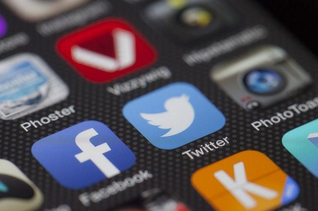 Social media versus blogging