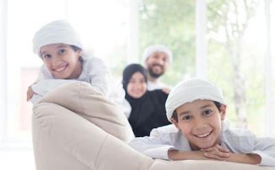 9 أمور غريبة ومضحكة تقوم بها كل عائلة عربية رجل امرأة اطفال اب ام اولاد خليجي خليجية خليجيين عربية عرب عربى arabian family man woman kids children father mother