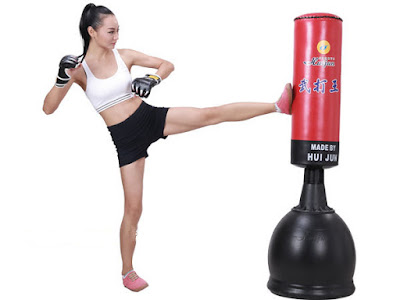 tập boxing với bao cát đấm bốc