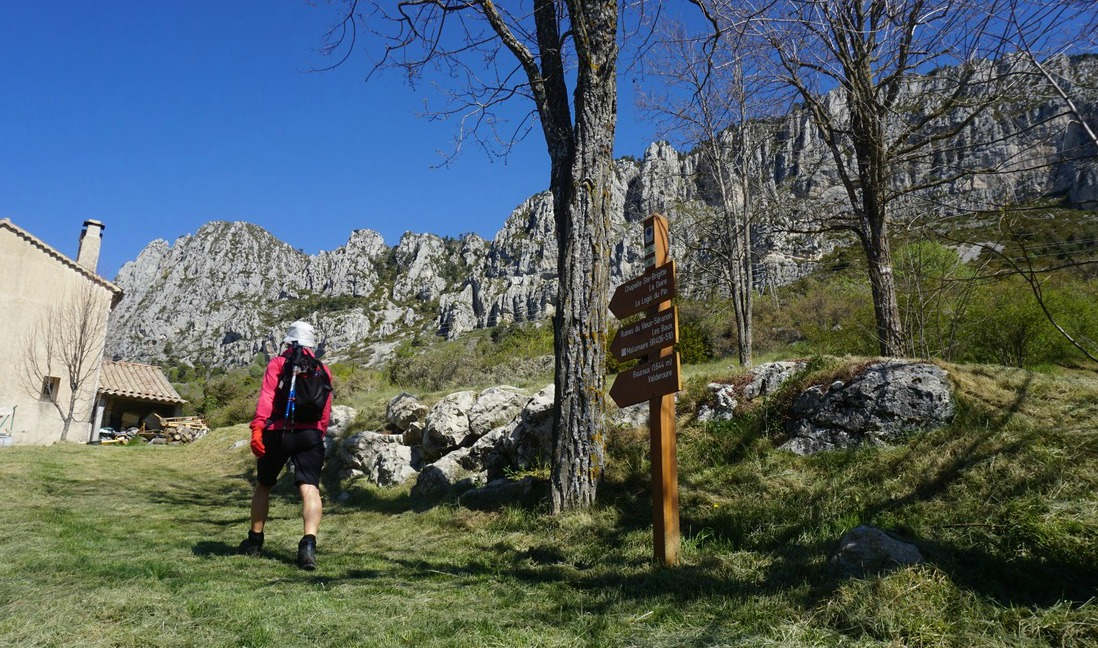 Starting from signpost 192 in Séranon