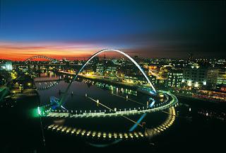 jembatan ekstrim dunia (Gateshead Millenium Bridge)